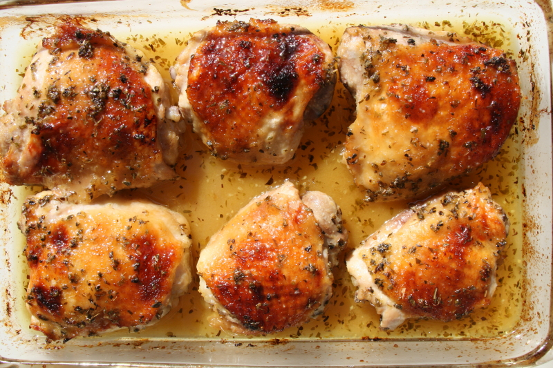 6 chicken thighs in a glass baking dish