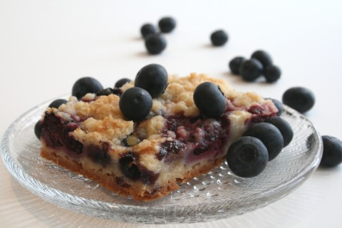 Very Berry Pie Bars on Shockingly Delicious
