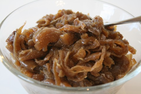 Big bowl of caramelized onions from Shockinglydelicious.com