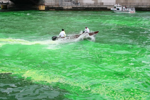 Dying the Chicago River Green from Shockinglydelicious.com
