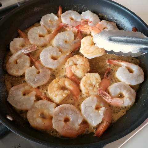urn shrimp in skillet for Weeknight Skillet Shrimp on ShockinglyDelicious.com