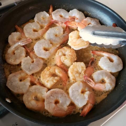 urn shrimp in skillet for Weeknight Skillet Shrimp on ShockinglyDelicious.com