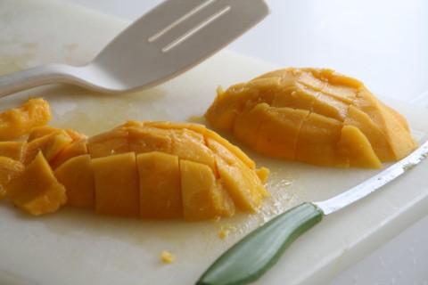 Dice a mango on shockinglydelicious.com