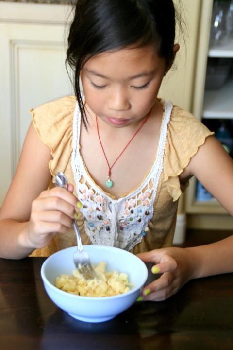 Coltrane Liu eats mac `n cheese