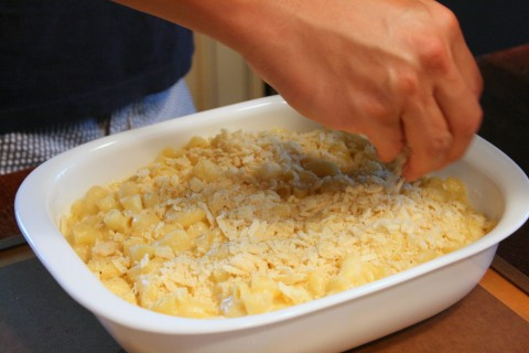 Potato chips onto the mac `n cheese