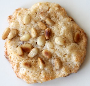 Pignoli aerial single cookie