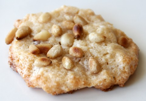 Pignoli cookie closeup