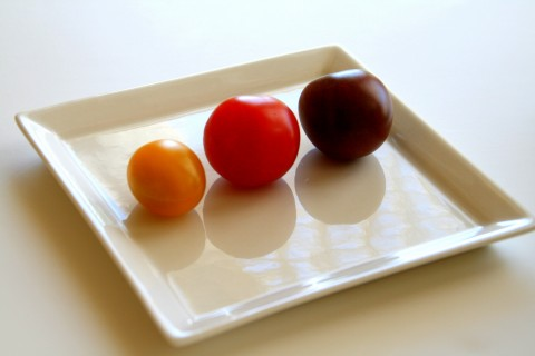 Heirloom Black Cherry Tomato compared with other colors