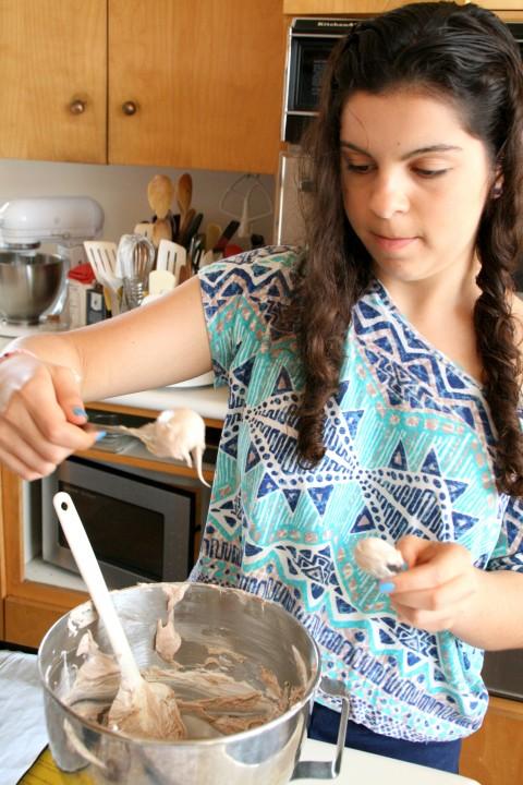 Measuring Nutella meringues