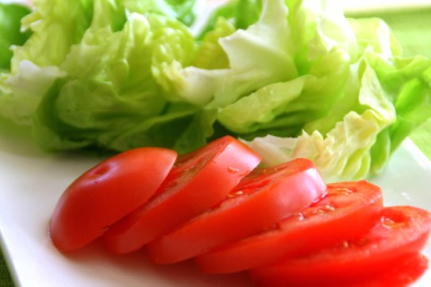 Lettuce and tomato slices