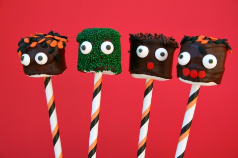 Monster Marshmallows for Halloween. Recipe here: http://www.shockinglydelicious.com/?p=10059