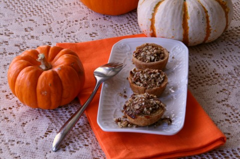 Mini Pumpkin-Maple Tarts with Toasted Pecan Streusel on ShockinglyDelicious.com . Recipe: https://www.shockinglydelicious.com/?p=10193