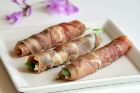 Prosciutto Goat Cheese Rolls with Fig Preserves and Arugula on Shockingly Delicious. Recipe here: https://www.shockinglydelicious.com/?p=10622