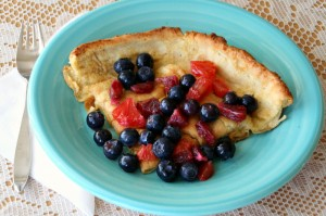 Dutch Baby Oven Pancake on Shockingly Delicious. Recipe: http://www.shockinglydelicious.com/?p=11490