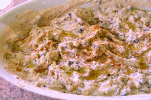 Hummus with Caramelized Onion and Portobello on ShockinglyDelicious.com
