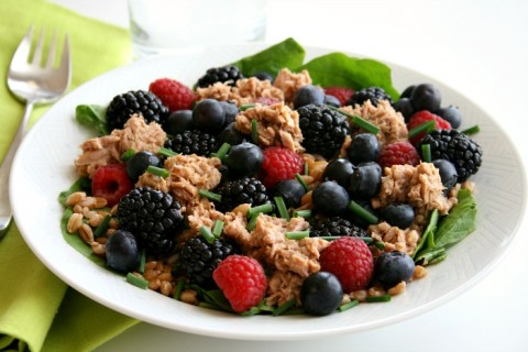 Spinach Salad with Lemon Pepper Tuna and Fresh Berries on Shockingly Delicious