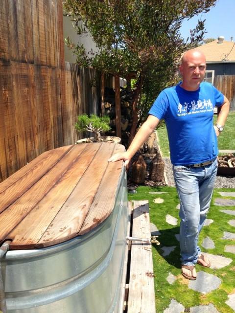 Stefan Richter's backyard soaking tub on Shockingly Delicious