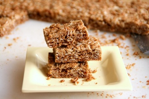CRUNCHY GRANOLA BARS: Crispy, sweet and oaty, these classic granola bars beat Nature Valley's version in our family taste test. They make a great soccer game snack, or nosh for a voracious teenager. #shockinglydelicious  #snacks   #snackattack  #granolabars  #copycatrecipe  #teenager