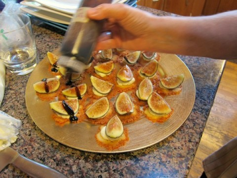 Figs on Parmesan Crackers for Figology Fest 2014 | ShockinglyDelicious.com