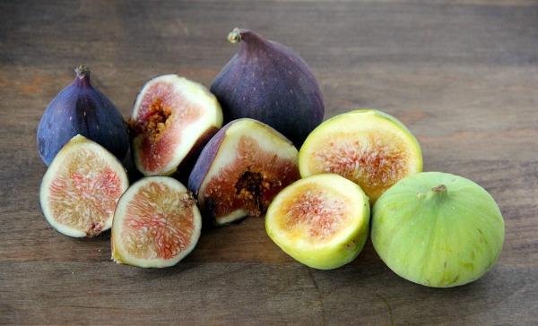Raw Vegan Fig-Vanilla Jam | ShockinglyDelicious.com