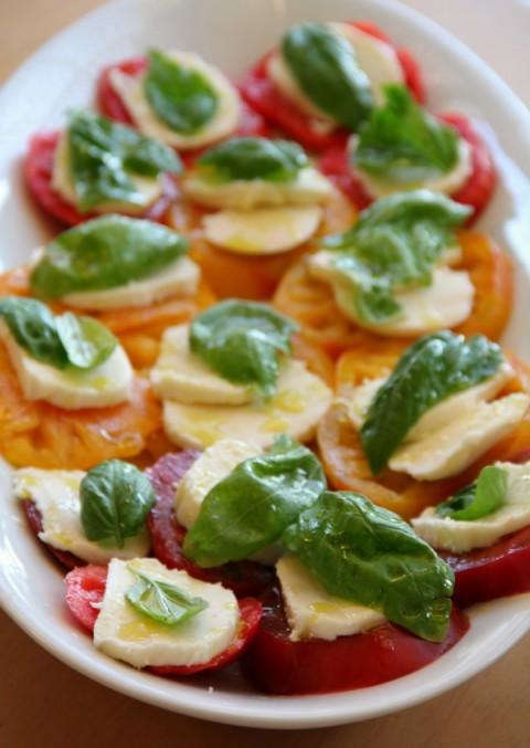 Heirloom Caprese Salad   ShockinglyDelicious.com