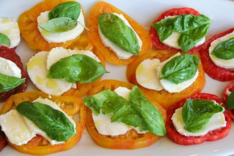 Heirloom Caprese Salad | ShockinglyDelicious.com
