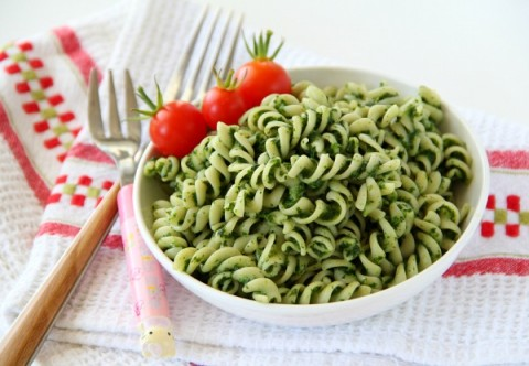 Popeye Pasta | Spaghetti with Spinach Sauce | ShockinglyDelicious.com