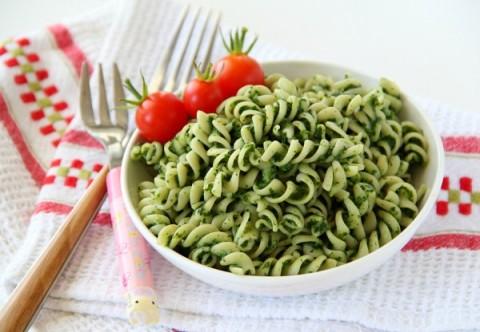 Popeye Pasta | Spaghetti with Spinach Sauce | ShockinglyDelicious.com
