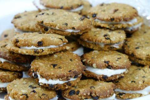 Gluten-Free Peanut Butter Cookie Sandwiches   ShockinglyDelicious.com