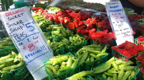 Sugar snap peas and strawberries at the farmers market on ShockinglyDelicious.com