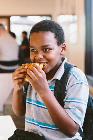 Child eating at LocoL ©AudreyMa
