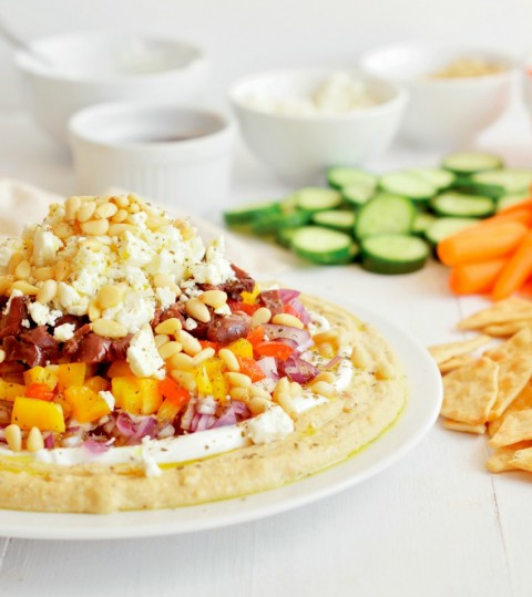 The traditional 7-layer dip gets a twist with hummus as the base, and yogurt, olives and feta as toppings. Greek Seven-Layer Dip for the win! {vegetarian, gluen-free}