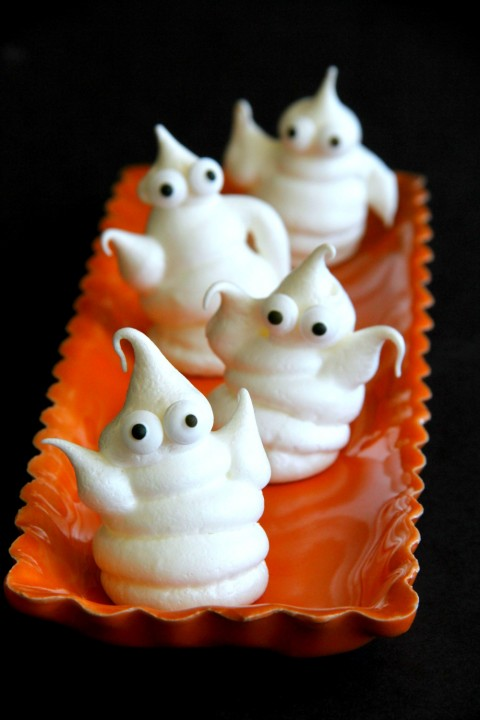 haunted-halloween-ghosts-of-meringue-on-shockinglydelicious-com