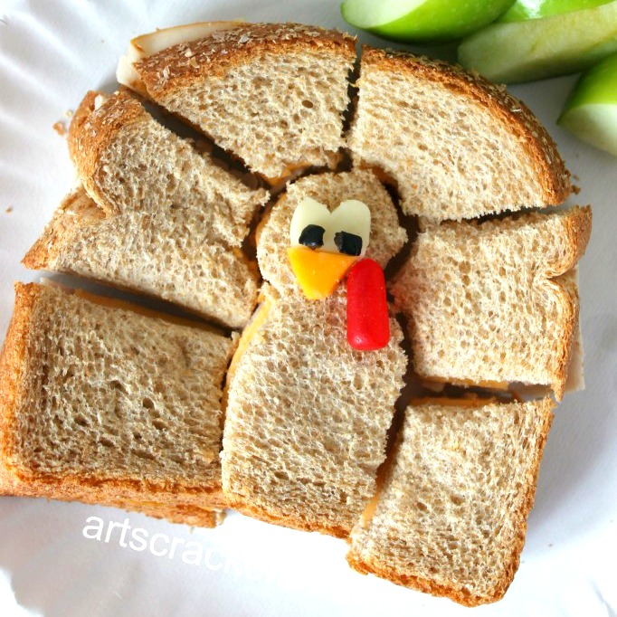 turkey-shaped-turkey-sandwich-from-arts-and-crackers-blog