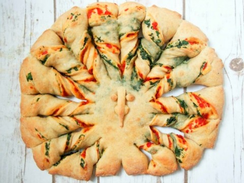 twisted-bread-with-peppers-spinach-and-parmesan-from-carolines-cooking