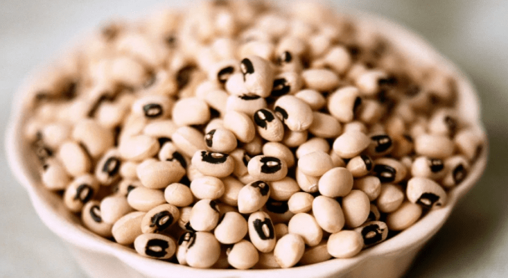 Black-eyed peas in a white bowl