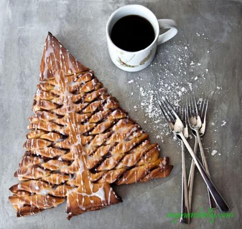 christmas-morning-cinnamon-roll