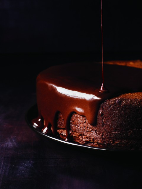 darkest-chocolate-cake-with-red-wine-glaze-2
