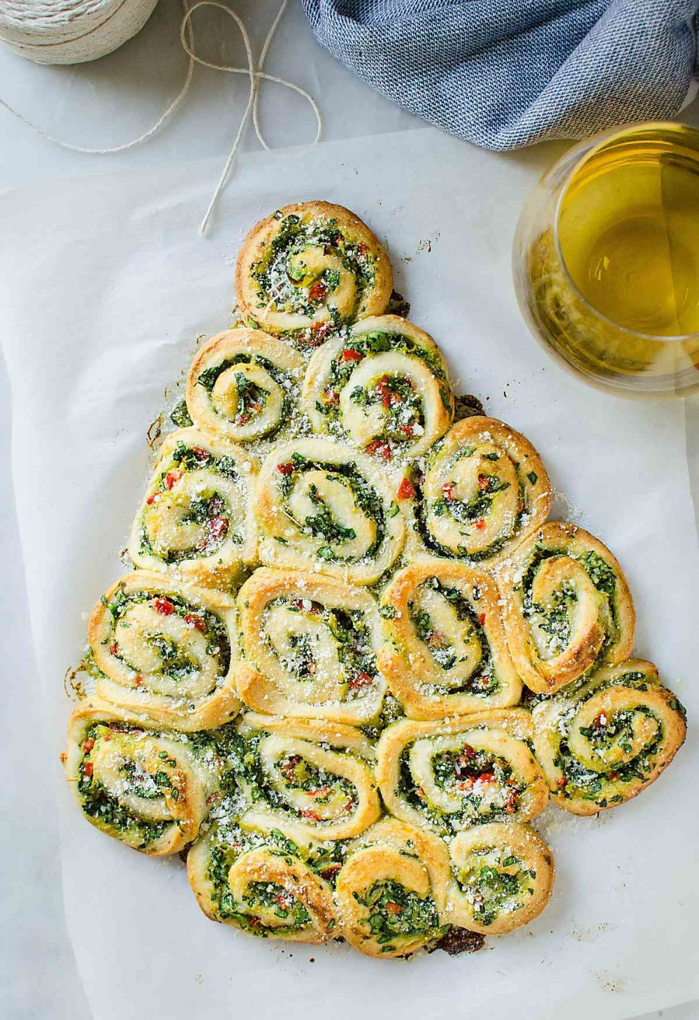 Quick-And-Easy-Artichoke-Spinach-Pinwheels-Christmas-Tree-Watch-What-U-Eat