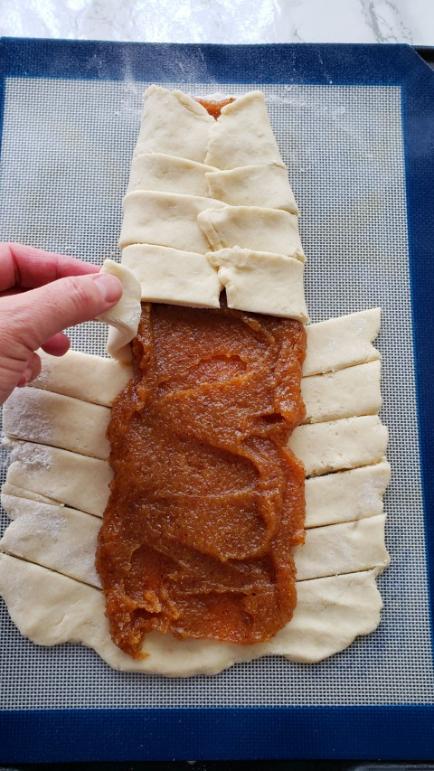 Enclose the filling with dough strips