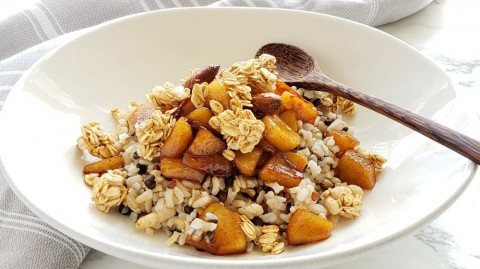 APPLE CRISP BREAKFAST BOWL:  This has all the best flavors of your favorite dessert -- cinnamon-scented caramelized apples, maple syrup, crunchy granola or nuts. Getting out of bed is suddenly worthwhile.