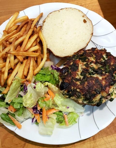 Turkey Spanakopita Burgers for dinner on ShockinglyDelicious.com