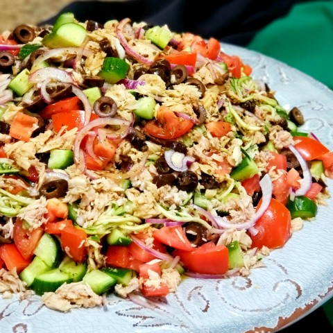 Provencal Tuna and Zucchini Salad on ShockinglyDelicious.com
