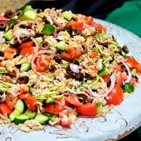 Provencal Tuna and Zucchini Salad on ShockinglyDelicious.com