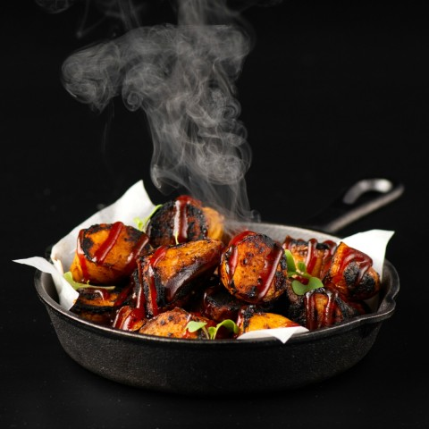 Burnt Ends doesn't have to mean meat! Vegetarian and vegan eaters can also enjoy the idea of Burnt Ends, by subbing crispy potatoes for the usual brisket.